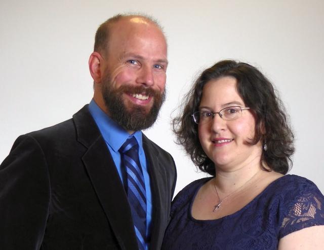 Robbie & Lindsey Carnes Co-Pastors